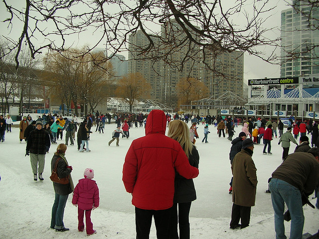 Harbourfront Skating Rink by freezelight