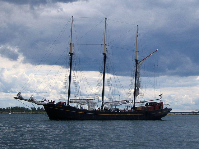 Great Lakes Schooner Company's Kajama, photo Loozrboy