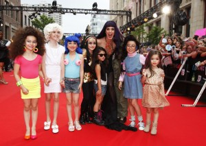 Katy Perry on MMVA 2012 Red Carpet with mini Katy Perry look-alikes, photo MuchMusic