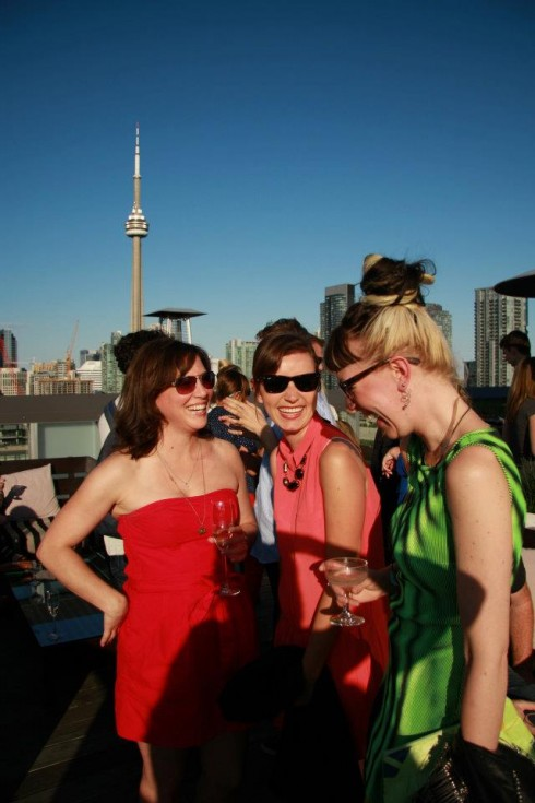 Sheri DeCarlo and friends at Thompson Toronto Rooftop, photo Clarissa Magalhaes
