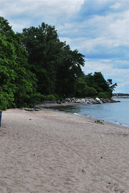 Ward's Island Beach, Toronto, photo by Itdan