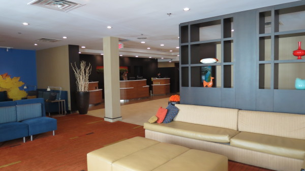 Lobby at Courtyard Marriott Niagara Falls