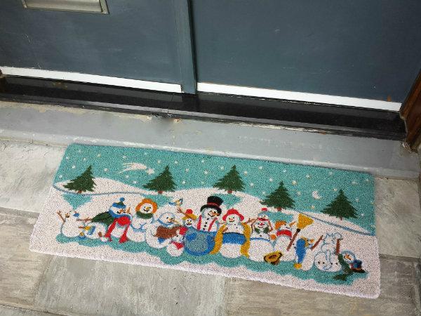 Snow People Double Doormat from Abbott