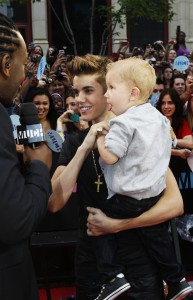 Justin Bieber arrives at MMVA 2012 with little brother, photo MuchMusic