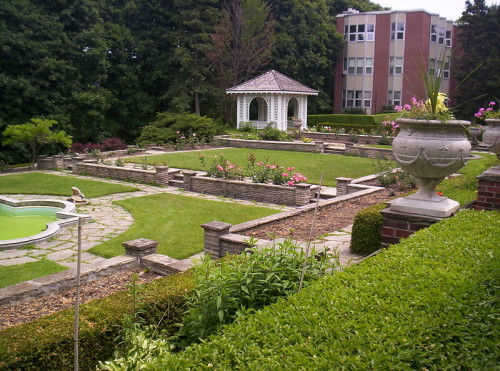 Rose Garden with Wood Residence at Glendon College, photo Lemontwist291