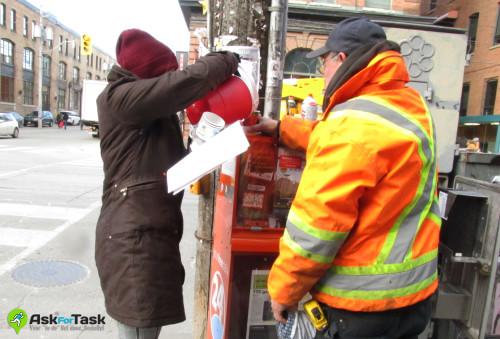 AskForTask volunteer provides hot drinks to City workers