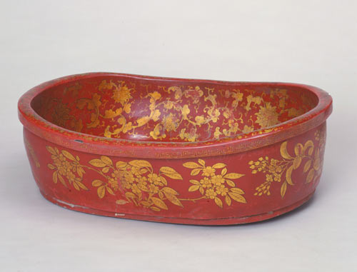 Bathtub in gold-gilt and lacquered wood, Qing Dynasty, photo The Palace Museum