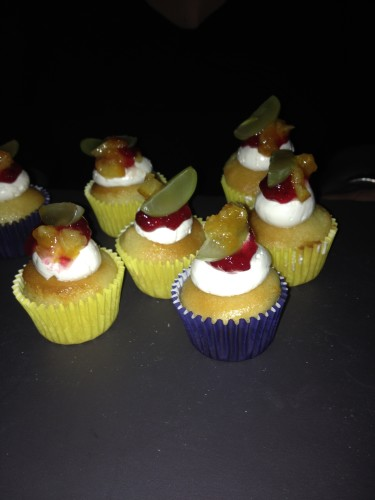 Sangria Cakes with berries at Barsa Taberna