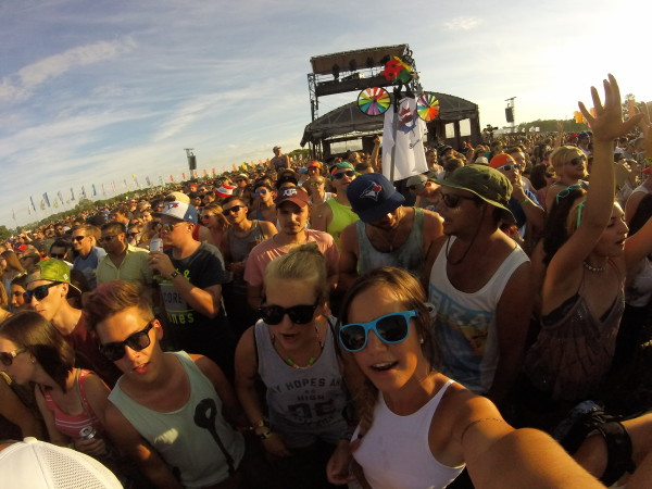 Crowd listens to Hozier at WayHome Music and Arts Festival