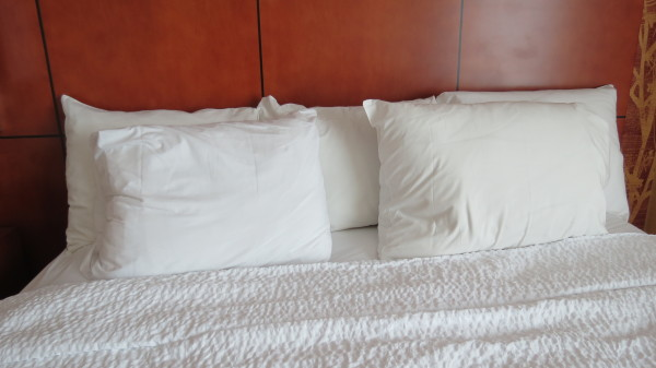 Queen bed at Courtyard Marriott Niagara Falls