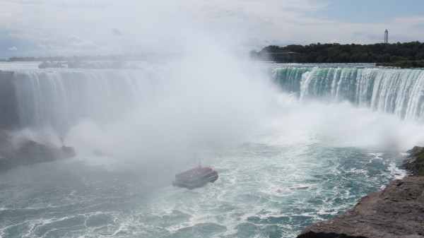 The Hornblower navigates the Horseshoe Falls