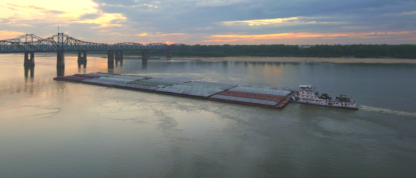 Lower Mississippi River barge, photo by Thomas Robertson https://commons.wikimedia.org/w/index.php?curid=47278056