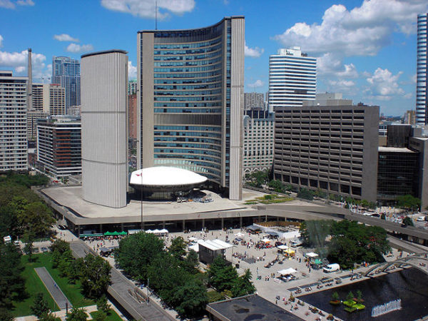 Toronto City Hall, By Jerome Decq - originally posted to Flickr as Toronto City Hall, CC BY 2.0, https://commons.wikimedia.org/w/index.php?curid=5253738
