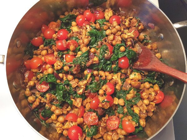 Mix chickpeas, sweet potato, spinach, onion and tomato together