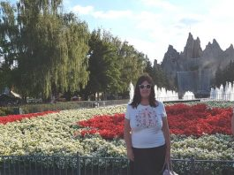 Me in front of Wonder Mountain at Canada's Wonderland