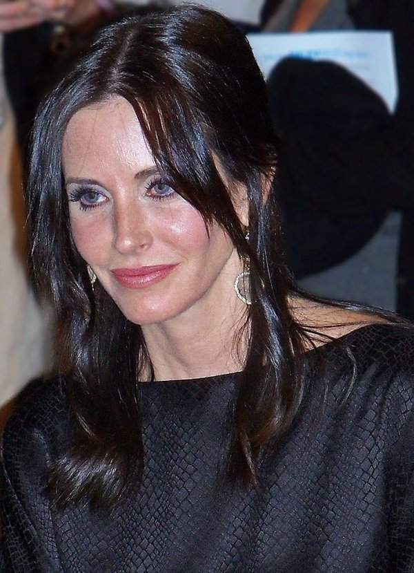 Courtney Cox, photo by Albert Domasin, CC BY-SA 2.0, https://commons.wikimedia.org/w/index.php?curid=16285782