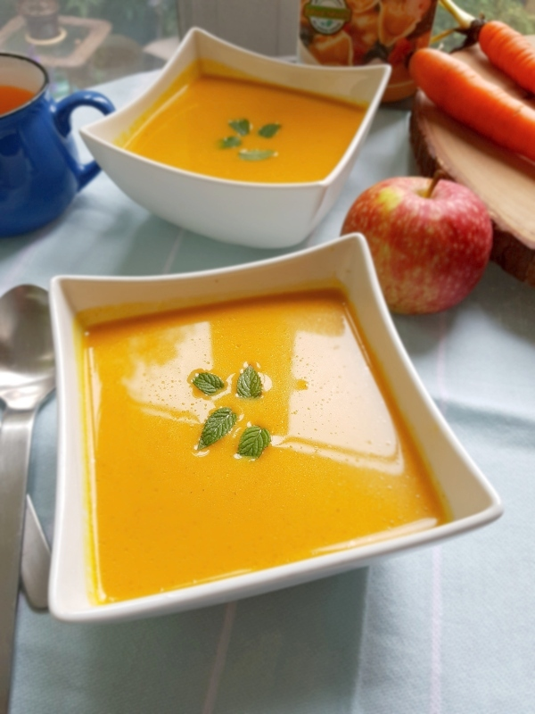 Curried Carrot Soup with Apple and Onion