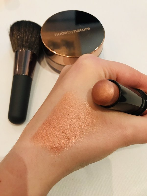 Nude by Nature Touch of Glow Highlighter Stick has a gorgeous bronzy sheen at ChickAdvisor Showcase 2018