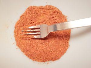 Mix cinnamon, cumin, paprika and turmeric.