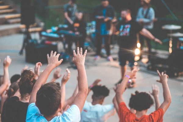 Register your child for in person summer camps in Toronto 2021, photo kyle-smith-YUHF1HSACdY-unsplash